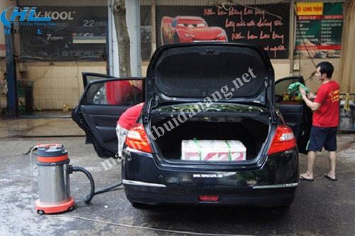 Máy hút bụi công nghiệp được ứng dụng hiệu quả trong công việc vệ sinh xe ô tô