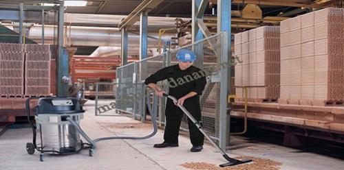 Sử dụng máy hút bụi giúp thu gom chất thải hiệu quả