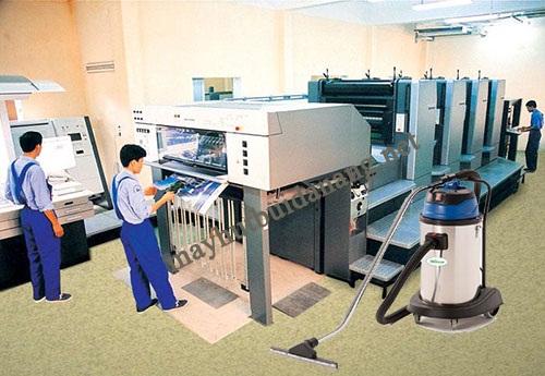 Sử dụng máy hút bụi công nghiệp là giải pháp vệ sinh được nhiều xưởng in ấn lựa chọn