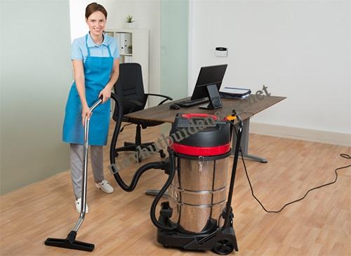 Sử dụng máy hút bụi Camry giúp văn phòng luôn sạch đẹp, gọn gàng