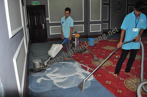 Nhiều người dùng có nhu cầu thuê máy giặt thảm để tự làm sạch văn phòng