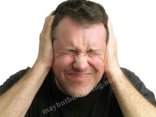 Máy hút bụi công nghiệp phát ra tiếng ồn to khiến con người khó chịu, đau đầu