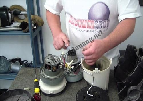 Người dùng cần kiểm tra, vệ sinh, bảo dưỡng máy hút bụi công nghiệp định kỳ