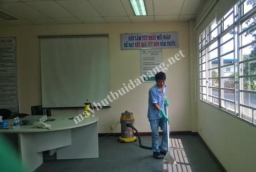 Các loại thảm trải sàn đều có thể làm sạch nhanh chóng bằng máy hút bụi công nghiệp, máy giặt thảm