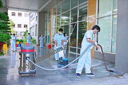 Máy hút bụi hút nước với hiệu quả vệ sinh vượt trội, mang lại nhiều lợi ích cho doanh nghiệp
