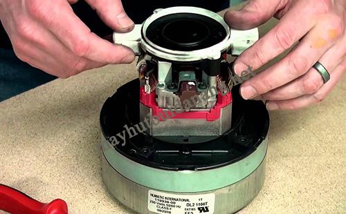 Kiểm tra, vệ sinh motor khi máy giặt thảm phun hút bị yếu