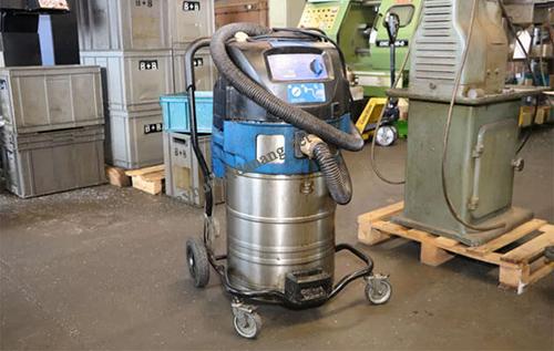 Cần tân trang lại máy hút bụi công nghiệp cũ để thanh lý với giá cao