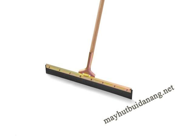 Cây gạt sàn với thiết kế nhỏ gọn bạn có thể dễ dàng vệ sinh nhiều nơi của ngôi nhà