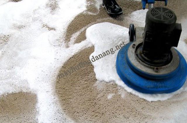 Giặt thảm với các hóa chất chuyên dụng là phương pháp sử dụng nhiều nhất hiện nay