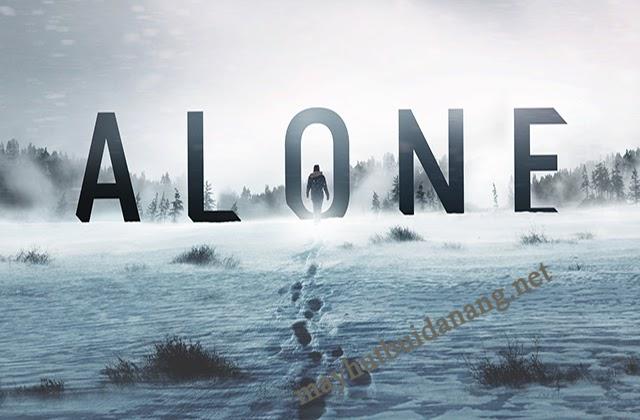 """Hình ảnh ấn tượng trong MV của bài hát """"Alone"""""""