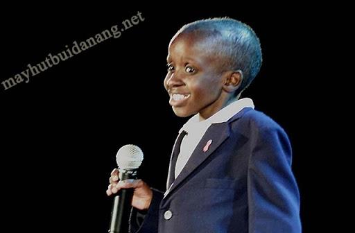 Nkosi Johnson trong bài phát biểu tại Hội nghị Quốc tế về AIDS lần thứ 13