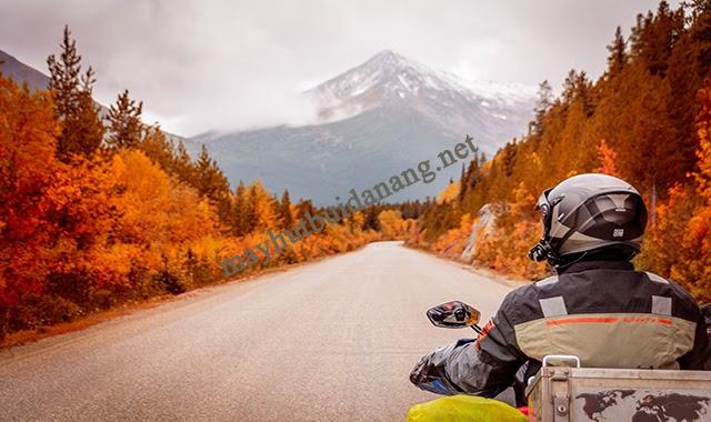 Tai nghe gắn mũ bảo hiểm tiện dụng cho những hành trình khám phá