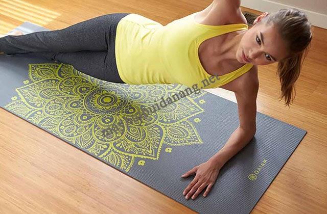 Mặt thảm Yoga có sử dụng mandala giúp người tập tịnh tâm, thoải mái
