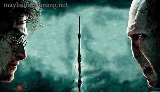 Harry cùng Voldemort trong trận chiến cuối cùng