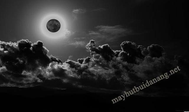 Hiện tượng trăng đen xuất hiện trên bầu trời