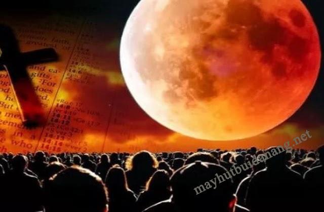 Theo quan niệm, trăng máu xuất hiện sẽ mang điềm báo xấu