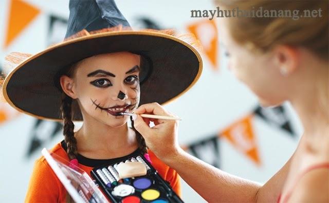 Halloween với những màn hóa trang kinh dị